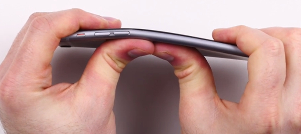Apple iPhone 6 Plus bends in your pocket and in your hands