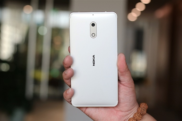 New silver Nokia 6 appears online
